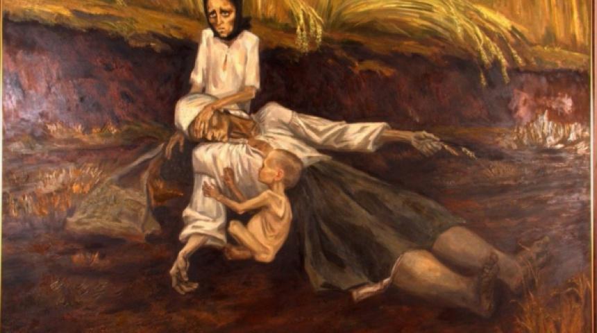 Картина - на тлі дозрілої пшениці мертва матір на колінах доньки, малюк з роздутим животом, внаслідок голоду