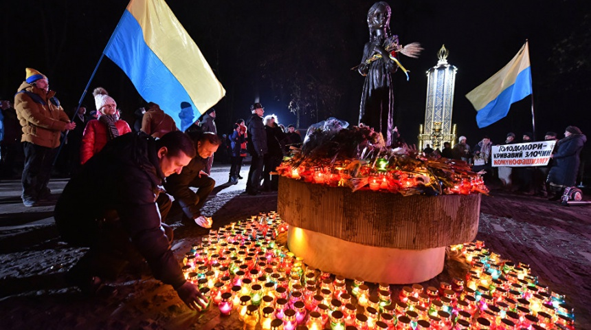 Holodomor Remembrance day. Dozens of candles arounf the sculpture