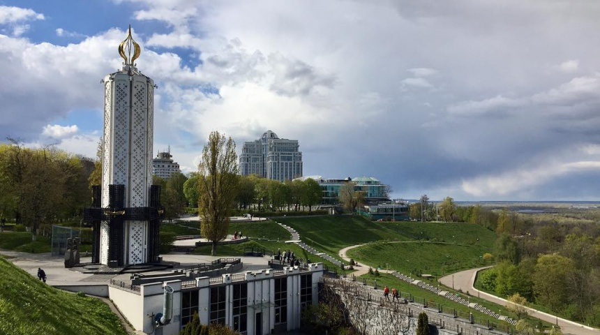 Будівля музею голодомору, фото здалеку