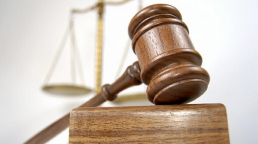 Символіка суду - ваги та судійський молоток