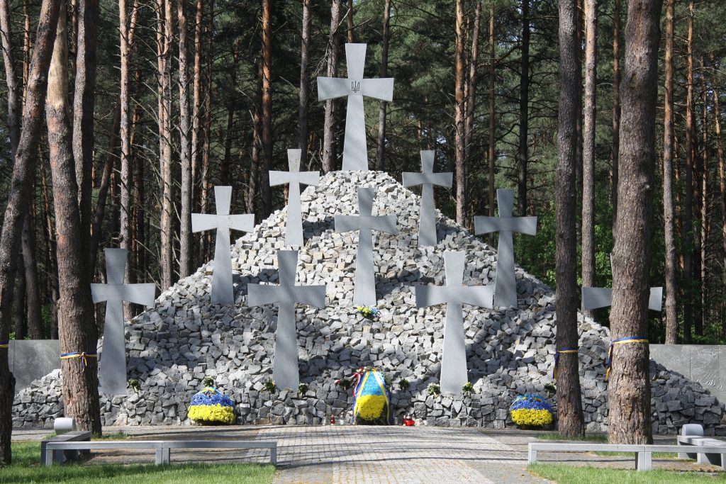 Меморіальний заповідник «Биківнянські могили»